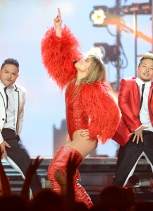 Jennifer+Lopez+2013+Billboard+Music+Awards+9GCDC-FoJQEx